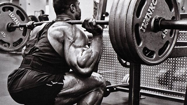 heavy-squat-photo-blacknwhite